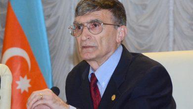 Aziz Sancar ve Azerbaycan Bayragi
